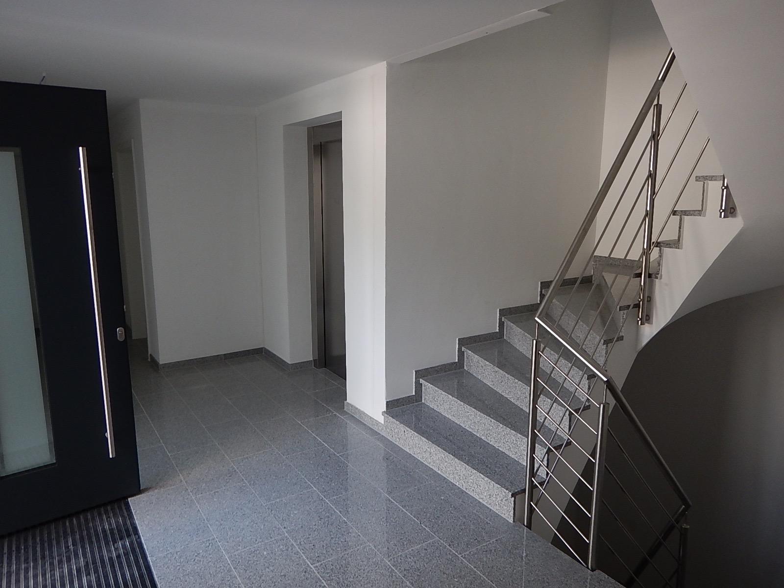 Treppenhaus mehrfamilienhaus  Bauleitung Paderborn, Bausachverständiger Paderborn