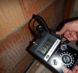 Aufnahme eines Feuchtigkeitsschadens als Bausachverständiger in Büren
